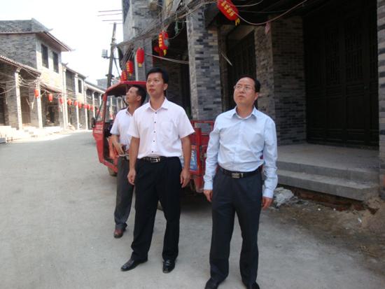 自治区侨办陈宁副主任一行到宜州市怀远古镇调研