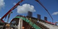 正在进行主桥拱施工的中越北仑河二桥。 陈义才 摄 - 广西新闻