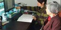 邕宁区红十字会首个遗体捐献者填写申请登记表(图) - 红十字会