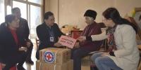 """青秀区""""红十字博爱送万家""""活动 温暖175户困难家庭(图)) - 红十字会"""