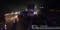 钦州一货车追尾引发7车连环撞 造成一人受伤(图) - 广西新闻网