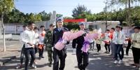 维和英雄为东兴市京族学生宣讲海外经历(组图) - 广西新闻网