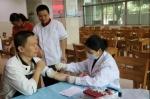 江南训练基地膳食科组织五环餐厅工作人员进行体检 - 省体育局